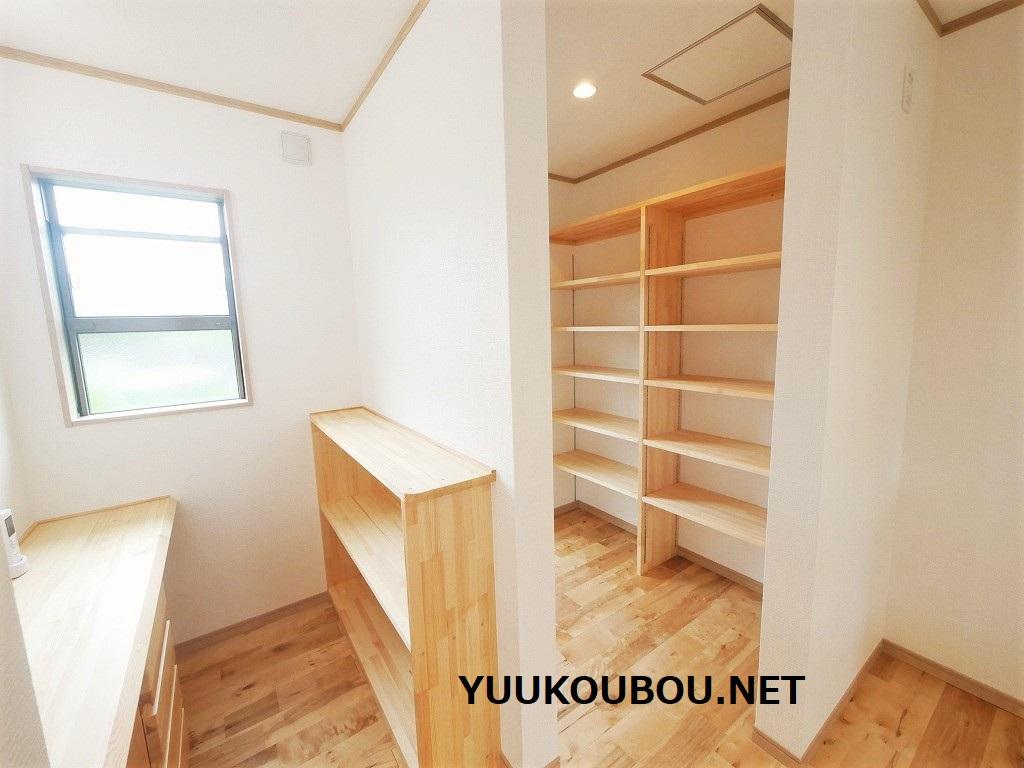 勉強スペースと食品庫